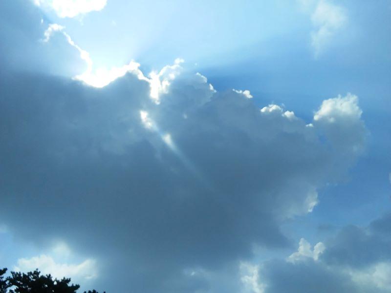 空の青さに想うこと